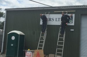 signage-going-up-w